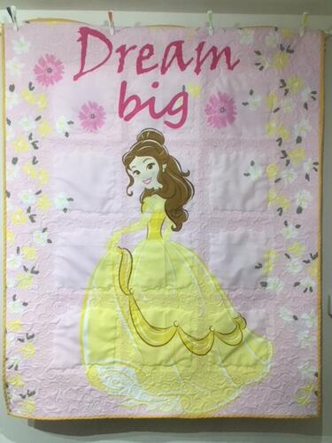Photo of Daisy Es quilt